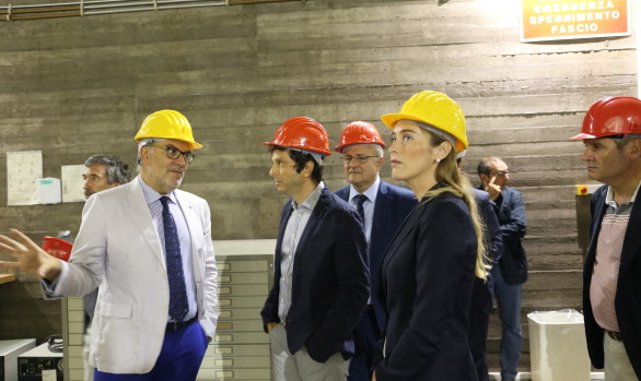 Minister Boschi visits the LNS